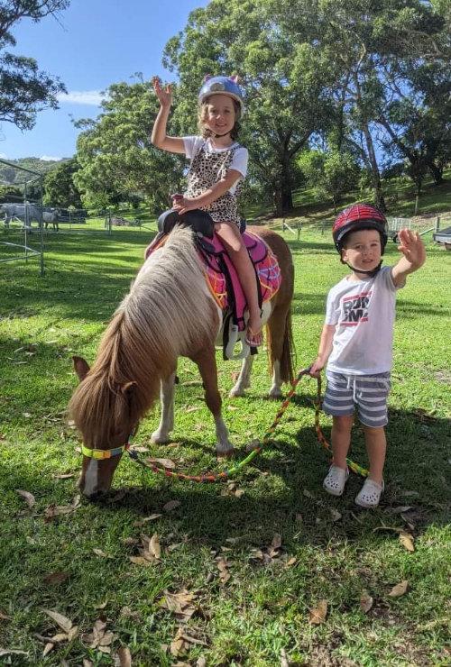 Quinn & hutty riding mit